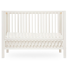 camcam-4-furniture-moebler-harlequin-baby-bed-seng-barneseng-light-sand-farvet-raahvid