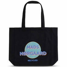 mads-noergaard-net-recycled-boutique-black-sort-logo