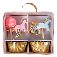Meri-meri-cupcakes-unicorn-muffin-decoration