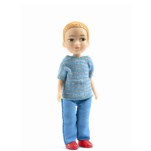 djeco-petit-home-victor-doll-dukke-leg-toys-play