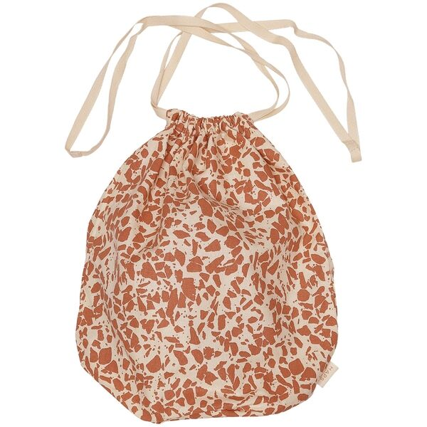 haps-multi-bag-pose-medium-terrazzo-warm-terracotta