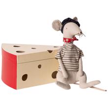 maileg-rotte-i-ostekasse-rat-in-cheesebox-light-grey-16-9970-01