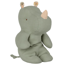 maileg-safari-friends-small-rhino-lille-naesehorn-dusty-green-groen-bamse-leg-toys-play-16992000