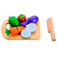 mamamemo-skaerebraetcuttingboard-vegetables-groentsager-woodentoys-leg-toys-play
