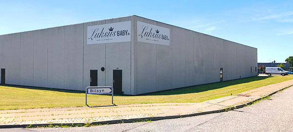 957c4fb5ef4 Her kan du finde åbningstider til vores webshoplager og til vores butik i  Møllegade 10, 9000 Aalborg.